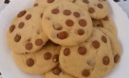 Cookie com gotas de chocolate