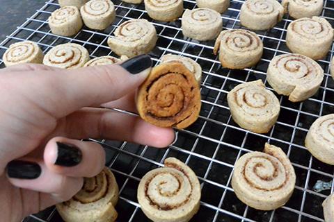 Hora de tirar os biscoitos do forno!