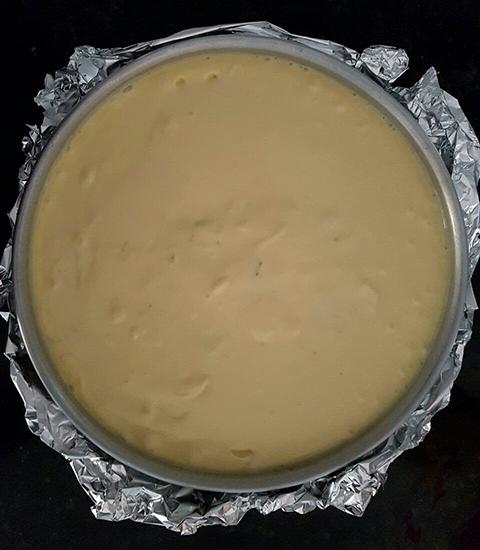 Cheesecake de mascarpone pronto para ir ao forno.