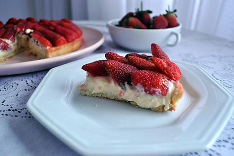 Torta boa de morango é assim: cremosa, suculenta, fresquinha