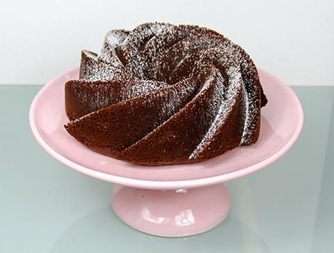 Bolo de Chocolate Aromatizado e polvilhado com açúcar de confeiteiro.