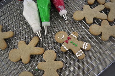Gingerbread Man: os clássicos e super fáceis de decorar biscoitos de homenzinhos que deixam o Natal tão lindo!