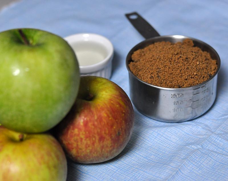 As divas dessa receita e os ingredientes mágicos para extrair mais sabor das maçãs: açúcar mascavo e rum