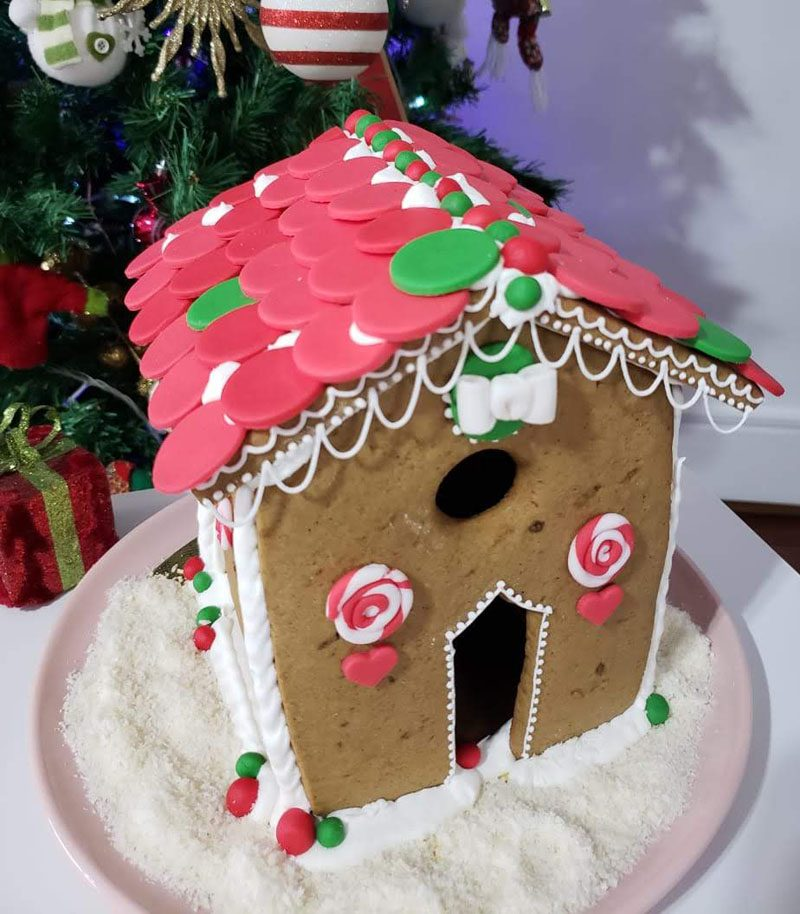 casinha de biscoitos decorada para Natal. Gingerbread house