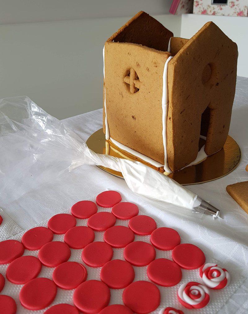 montagem casinha de biscoitos de natal