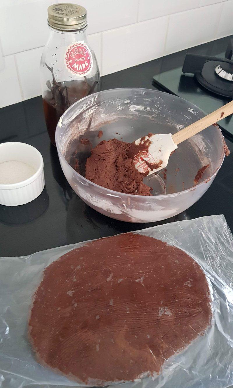 como abrir massa de bolacha recheada