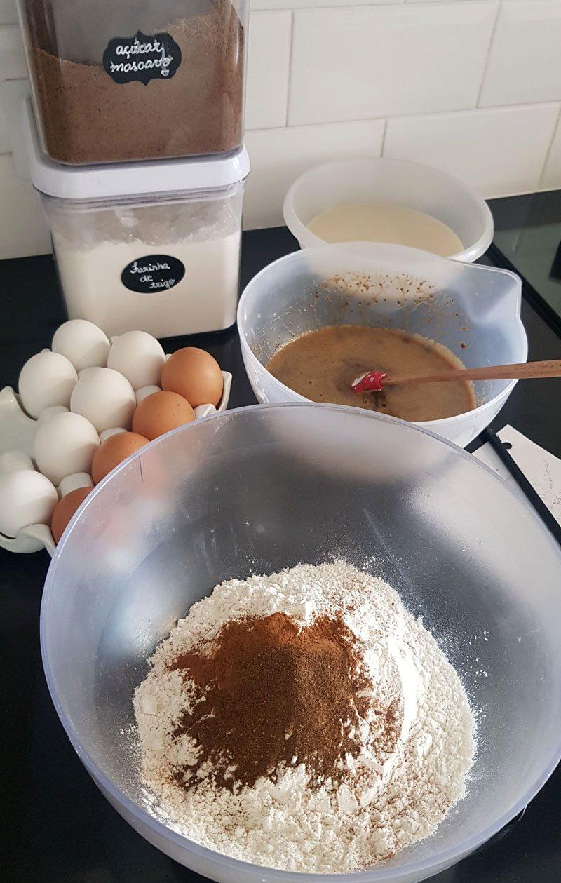 ingredientes para o bolo pão de mel com doce de leite