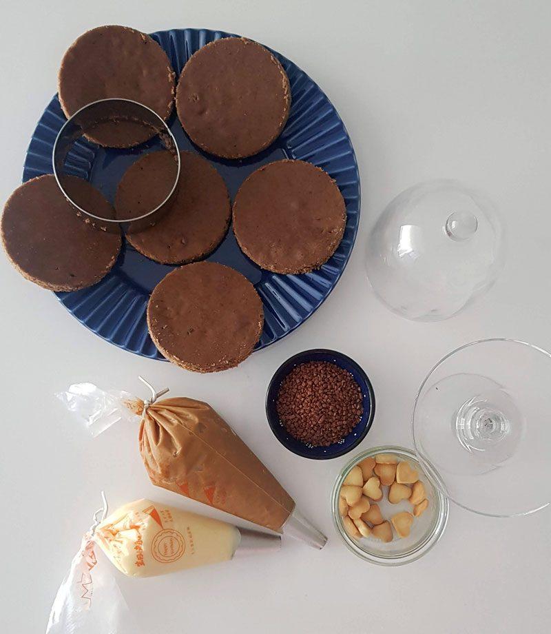 montegem do mini bolo de pão de mel com doce de leite