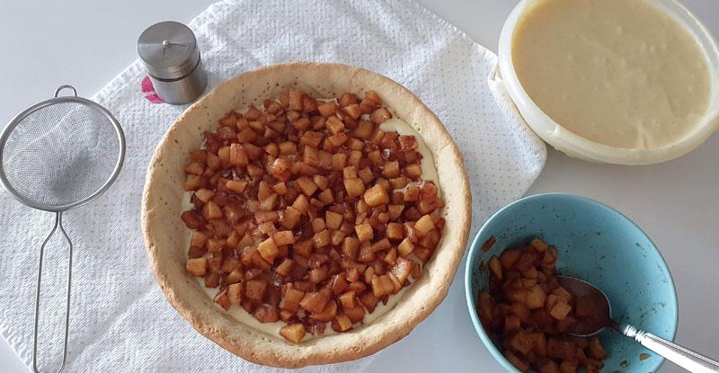 montagem da torta de maçã com creme: comporta de maçã e creme de confeiteiro