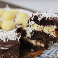 Hoje é dia de bolo prestígio!! Corre pra ver a receita fresquinha lá no blog! 😀 👉Link para receita na Bio . . . .  #confeitando #cofeitandoblog #pastry #pastrylover #confeitaria #diy #homemade #homebaked #lifeissweet #vscofood #vsco #vscocam #yummy #yum #sweet #cake #bolo #boloprestigio #coco #bolodefesta #bolodeaniversario #chocolate #undiscoveredbaker