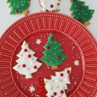 Já começou a decorar os biscoitos pra esse Natal? 🎄❤️ Lá no blog tem uma receita de biscoitos que dá pra saborizar do jeito que você mais gostar e passo a passo de decorações com glacê. Corre pra ver! . . #confeitando #cofeitandoblog #pastry #pastrylover #confeitaria #diy #homemade #homebaked #lifeissweet #vscofood #vsco #vscocam #yummy #yum #sweet #christmascookies #xmascookies #decoratedcookies #royalicing