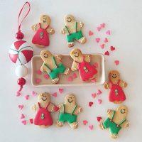 🎄🎁❤️ Vocês escolheram os modelos e aí estão eles... A receita dos biscoitos e instruções para decoração estão lá no blog. Link no perfil. .  #confeitando #cofeitandoblog #pastry #pastrylover #confeitaria #diy #homemade #homebaked #lifeissweet #vscofood #vsco #vscocam #sugarcookies #gingerbreadmen #royalicing #biscoitosdecorados #biscoitosdenatal