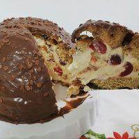 Alguém aí pensando em sobremesas pro Natal? Que tal Zucotto de Panetone? 🍒🍫🎄 . É só pesquisar no blog por 'panetone' que você encontra a receita com passo a passo. 😉  #confeitando #cofeitandoblog #pastry #pastrylover #confeitaria #diy #homemade #homebaked #lifeissweet #vscofood #vsco #vscocam #yummy #yum #sweet #dessert #sobremesa #zucotto #christmas #sobremesa