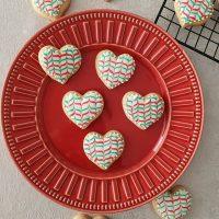 Faltam só 9 dias para o Natal! 🎄🥰🎁🎅 Já começou seus biscoitos? Tem várias receitas e passo a passo com decoração disponíveis no blog. 🤭 . #confeitando #cofeitandoblog #pastry #pastrylover #confeitaria #diy #homemade #homebaked #lifeissweet #vscofood #vsco #vscocam #christmascookies #cookies #decoratedcookies