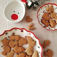 Já está na hora de fazer biscoitinhos de Natal! 🎁🎄🎅🤶Esses são de mel e muitas especiarias. 👉 Link para receita está no perfil. . #confeitando #cofeitandoblog #pastry #pastrylover #confeitaria #diy #homemade #homebaked #lifeissweet #gingerbread #gingerbreadcookies #christmascookies